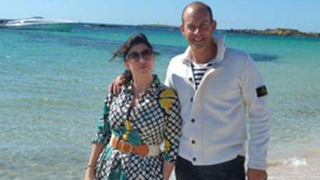 Kirsty Allsopp y Phil Spencer, los presentadores de 'Vacation Vacation Vacation', durante el programa dedicado a Ibiza.