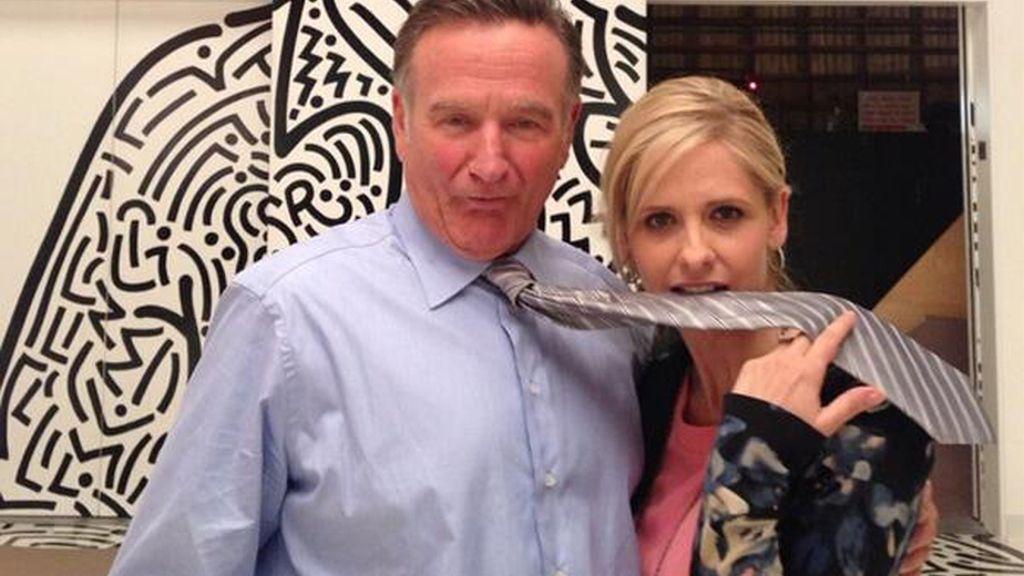 Robin Williams y Sarah Michelle Gellar gestionan una agencia de publicidad