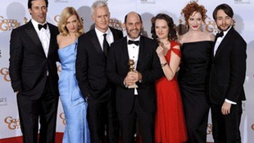 El equipo de 'Mad men', con el Globo de Oro al mejor drama en televisión.