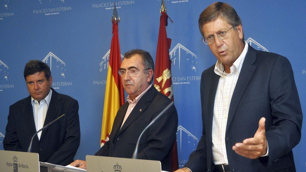 El director general del ente público Radiotelevisión Región de Murcia, José Daniel Martín, el consejero de presidencia de Murcia, Manuel Campos, y el vicepresidente de la región, Juan Bernal