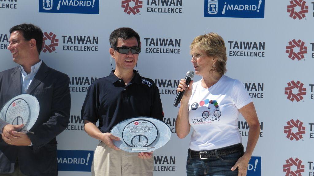 Mercedes Milá recoge el premio Taiwan Excellence por la campaña 'Sobre ruedas'