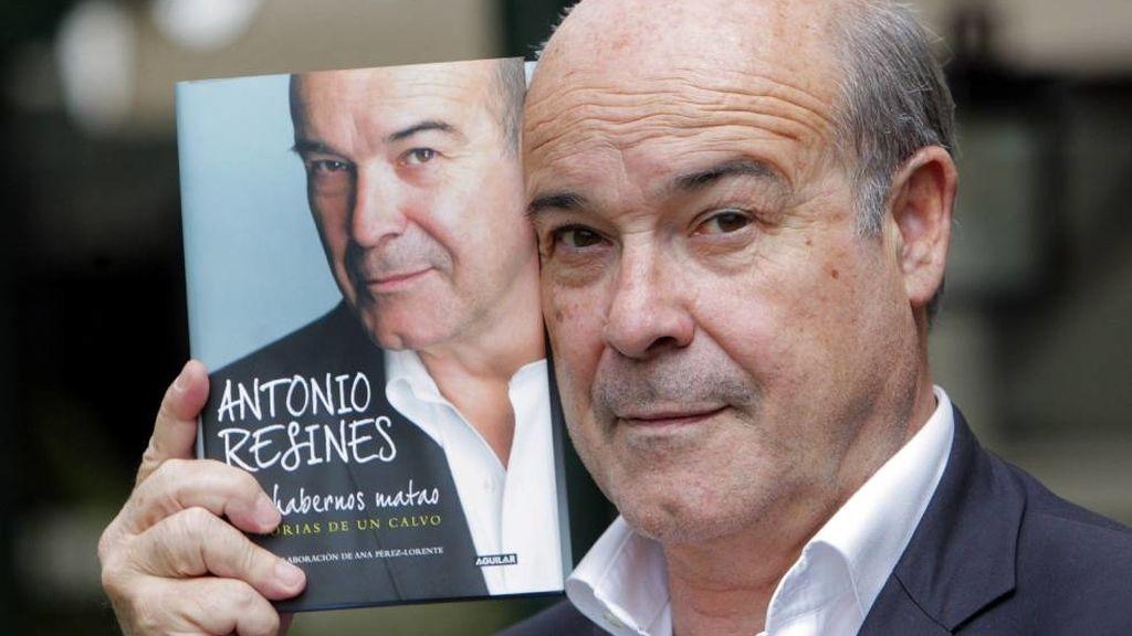 Antonio Resines con su libro 'Pa' habernos matado. Memorias de un calvo'