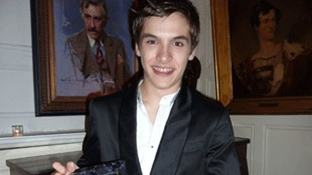 Ricardo Gómez, con el premio.