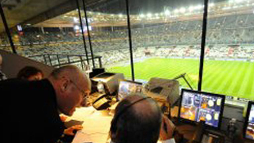 Estudios de radio en un estadio de fútbol.