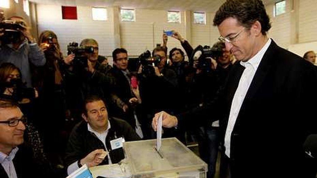 Feijoo votando