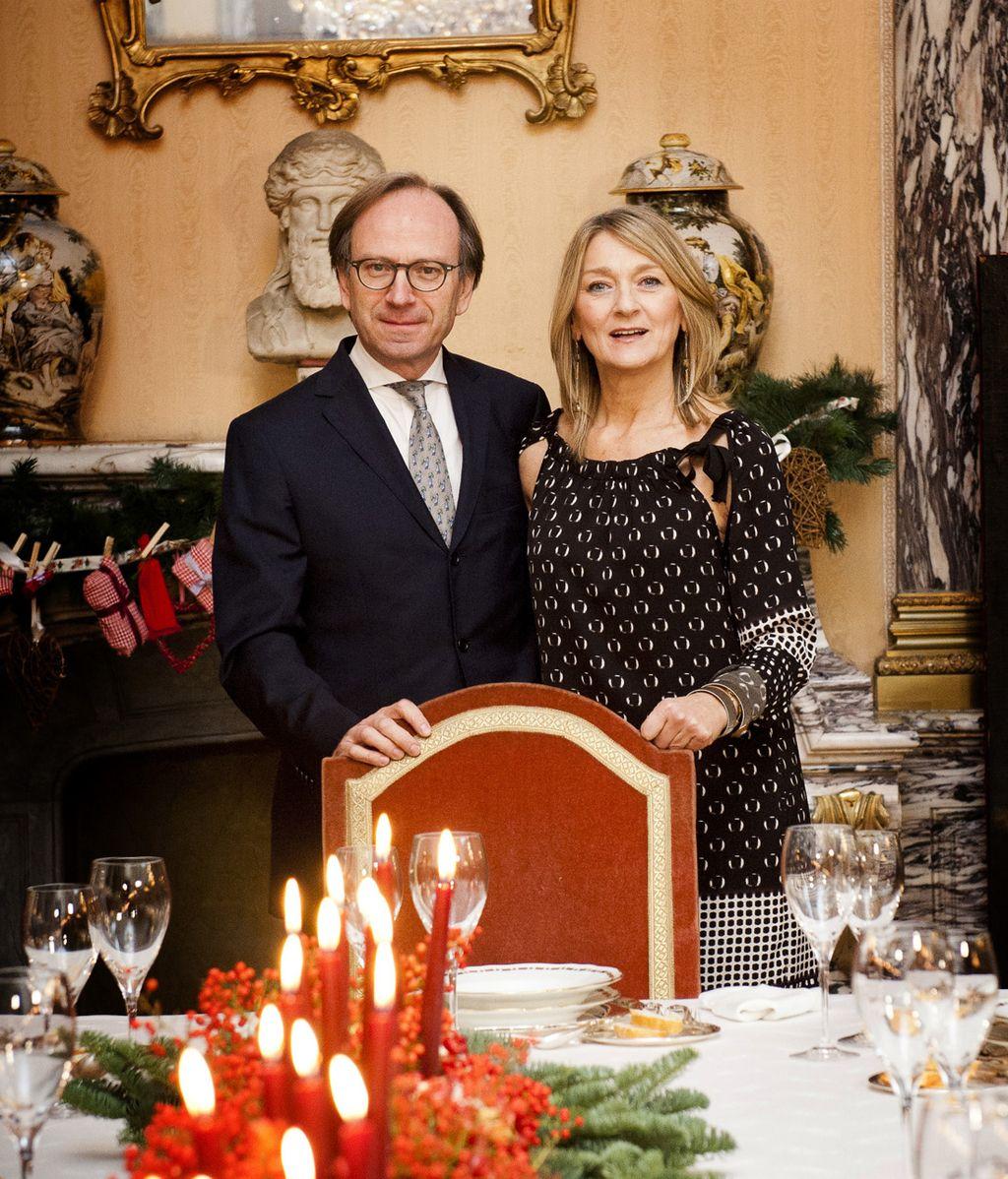 Navidad en la embajada, Decasa