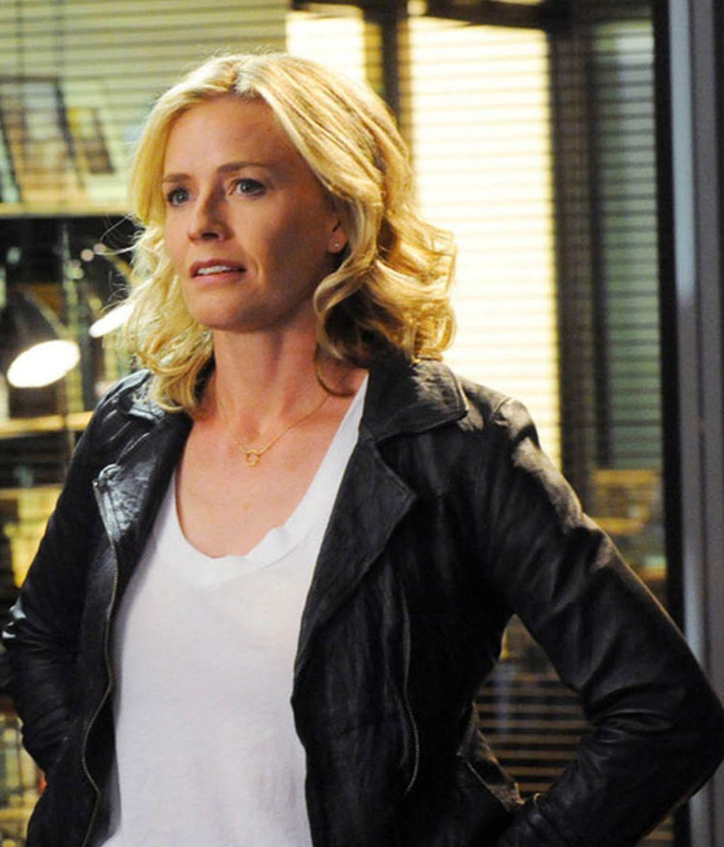 Elisabeth Shue es la forense Julie Finlay