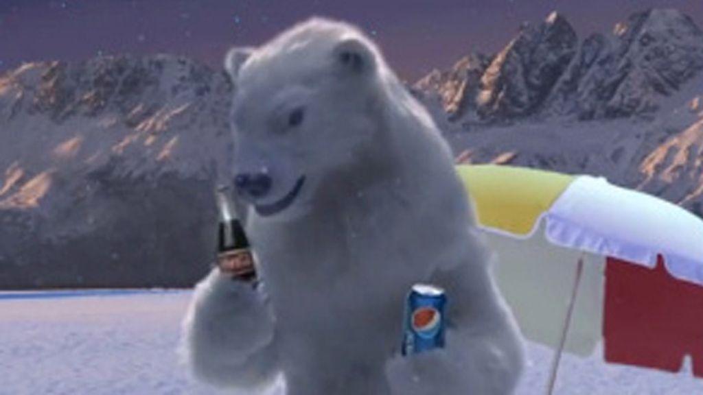 Los osos de Coca Cola beben Pepsi