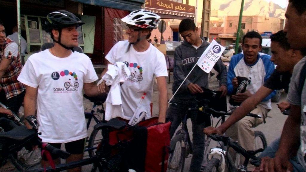 Sergio y Juanma reparten sonrisas durante su ruta por Marruecos