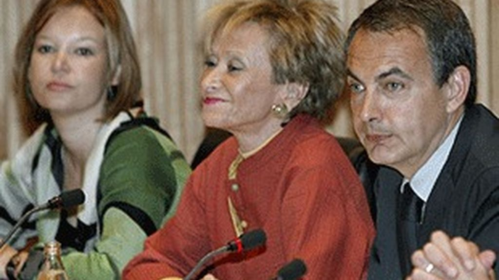 De izquierda a derecha, Leire Pajín, María Teresa Fernández de la Vega y José Luis Rodríguez Zapatero.