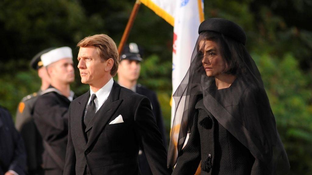 Lágrimas y misterios en el último capítulo de 'Los Kennedy'