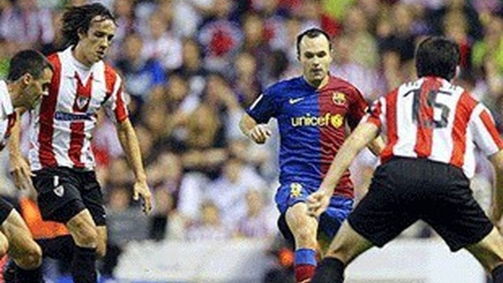 Partido de fútbol entre el F.C.Barcelona y el Athletic de Bilbao.