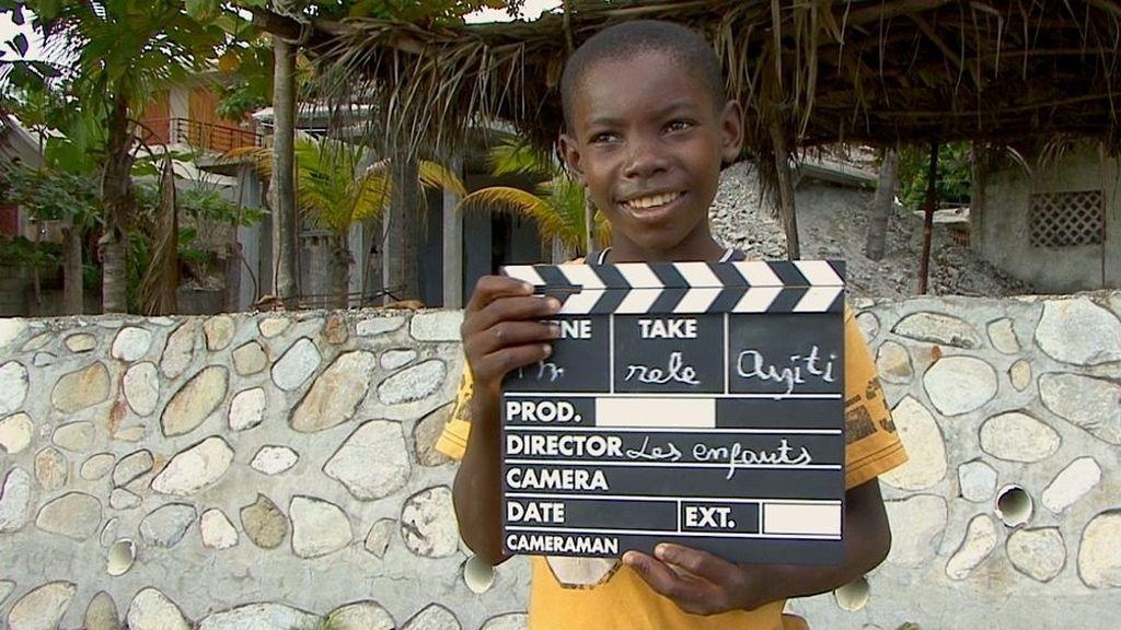 Los niños de Haití, detrás de las cámaras