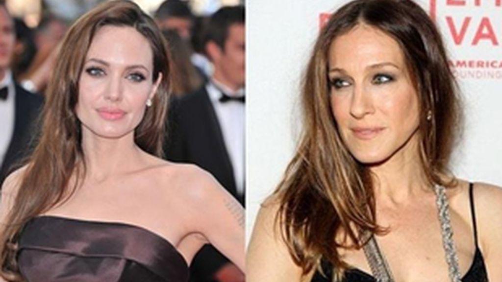 Angelina Jolie (izquierda) y Sarah Jessica Parker.