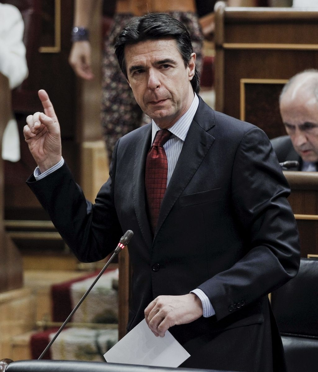 José Manuel Soria, Industria