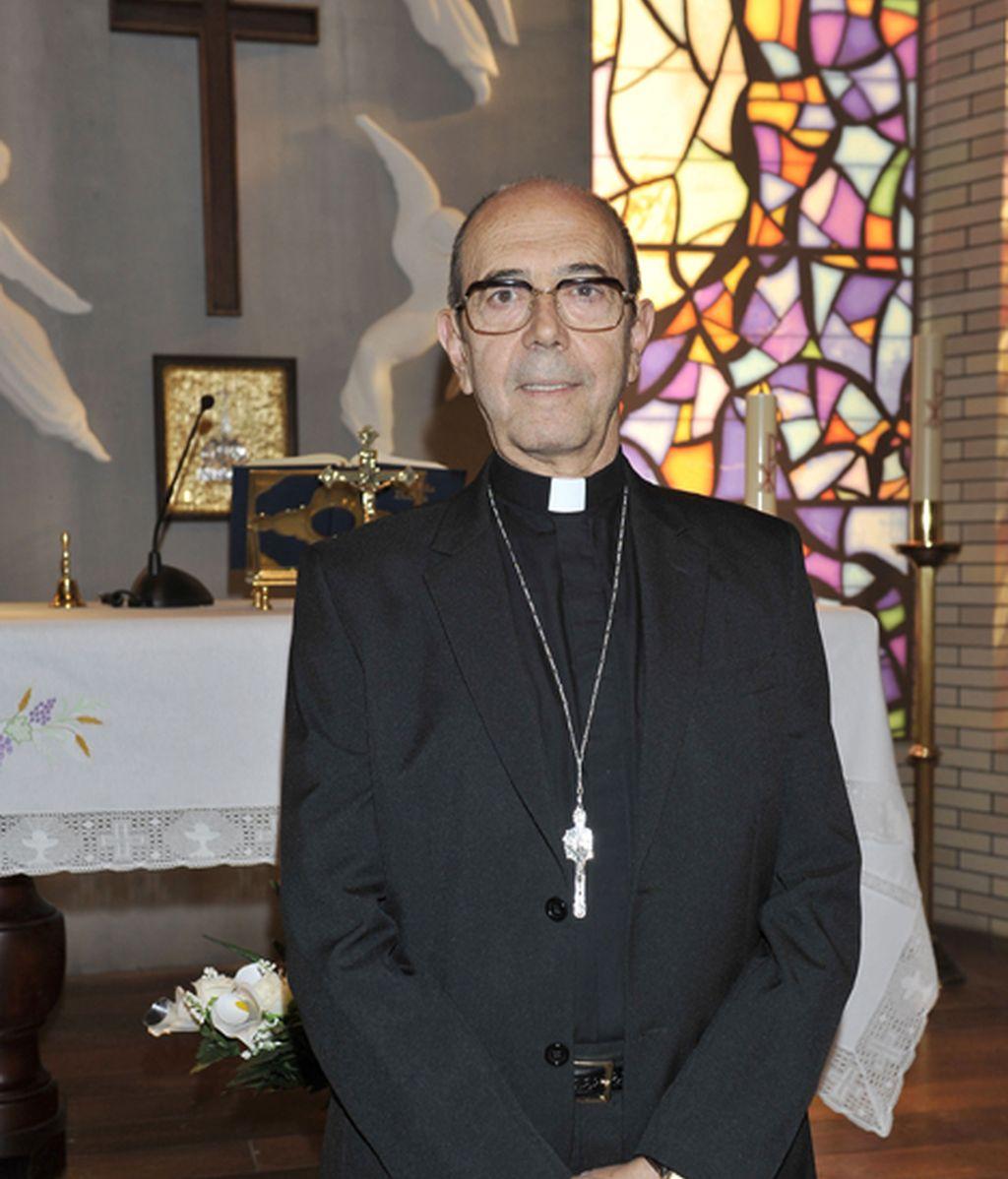 Miguel Rellán es el Obispo Aguilar, un clérigo atado al secreeto de confesión