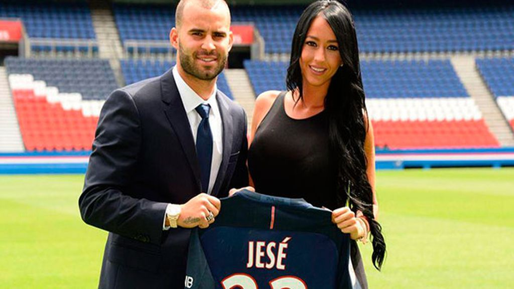 Jesé y Aurah Ruiz en la presentación del futbolista del Paris Saint-Germain