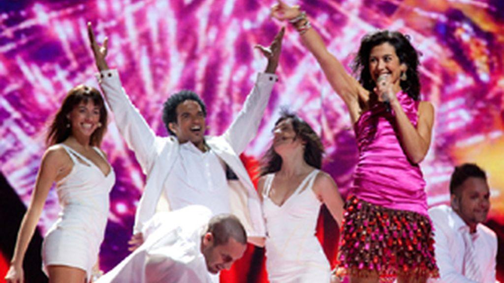 Lucía Pérez durante la actuación de España en la final de Eurovisión 2011.