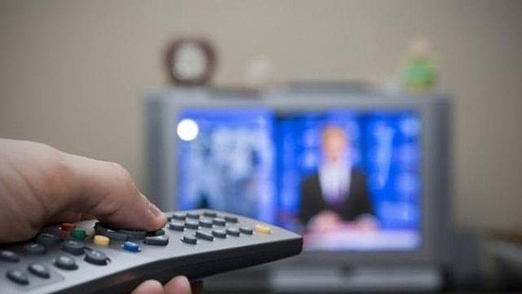Cada español ven la televisión más de cuatro horas al día