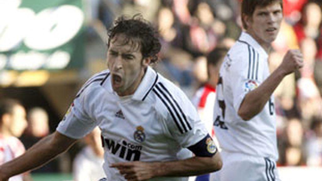 Raul celebra un gol.