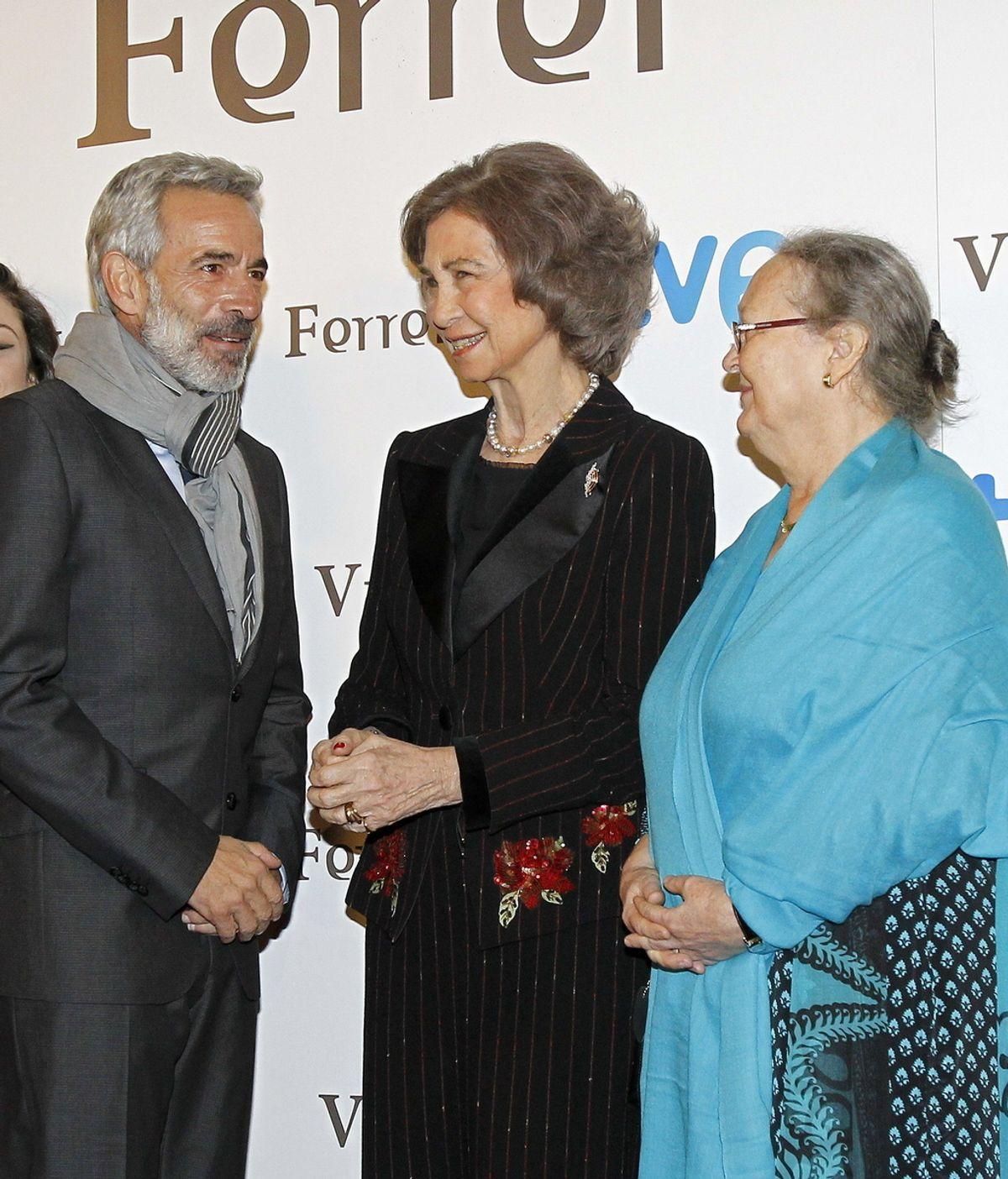Imanol Arias y la Reina Sofía en el preestreno de 'Vicente Ferrer'