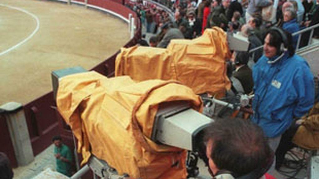 Cámaras de televisión en una corrida de toros.