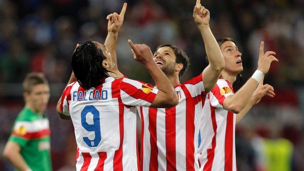 Diego y Falcao celebran un gol en Europa League