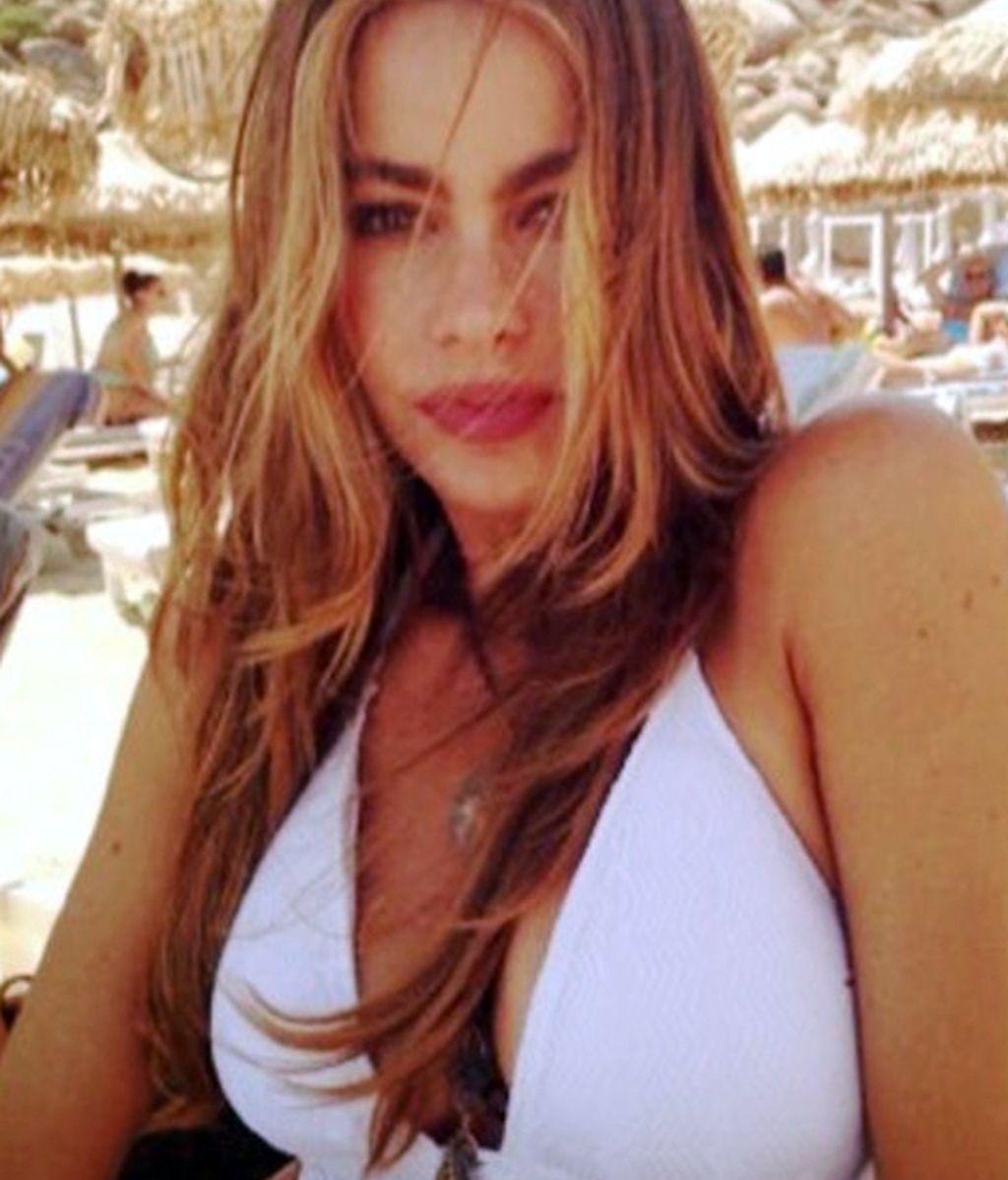 """Sofía da """"Gracias to Modern Family, to my cast , to my fans!!!! Celebrating in Mykonos!"""""""