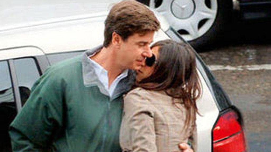 Cayetano Martínez de Irujo y Amina Cherrid, en 'Diez Minutos'.
