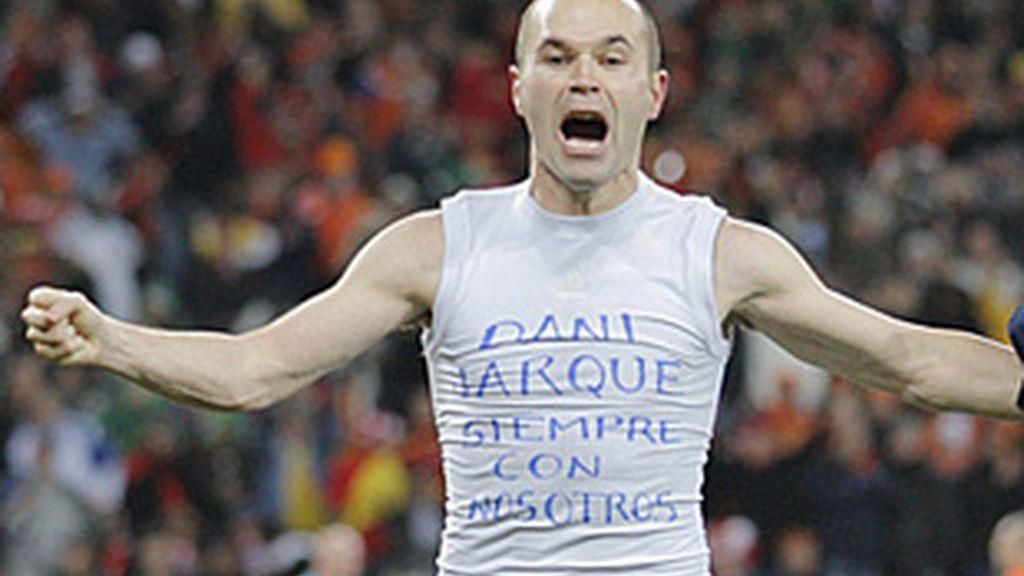 Iniesta dedica el gol de la final al fallecido jugador del Espanyol  Dani Jarque.