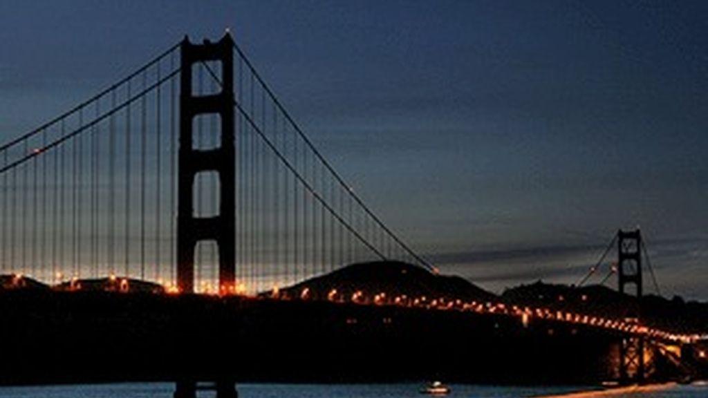 Puente de Brooklyn sin iluminar.