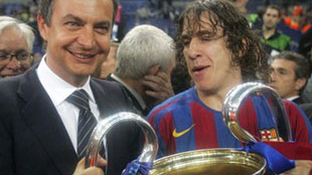 Rodríguez Zapatero, con el jugador del Barça Puyol.