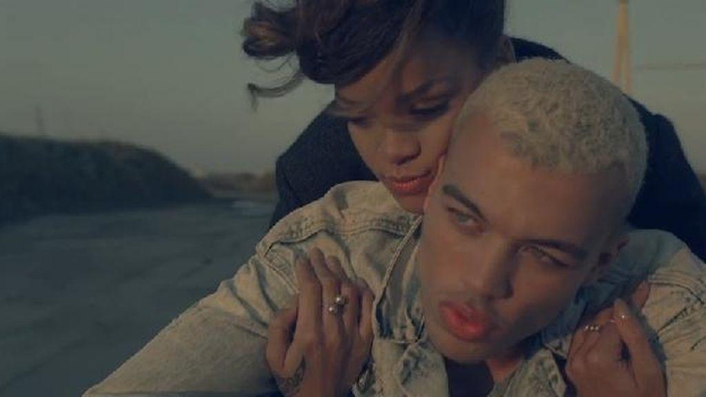 """La """"obscena"""" Rihanna, prohibida en Francia"""