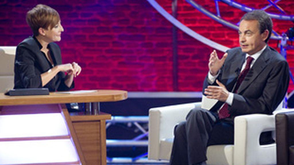 Eva Hache, con Zapatero, en el primer programa de 'Con Hache de Eva'.