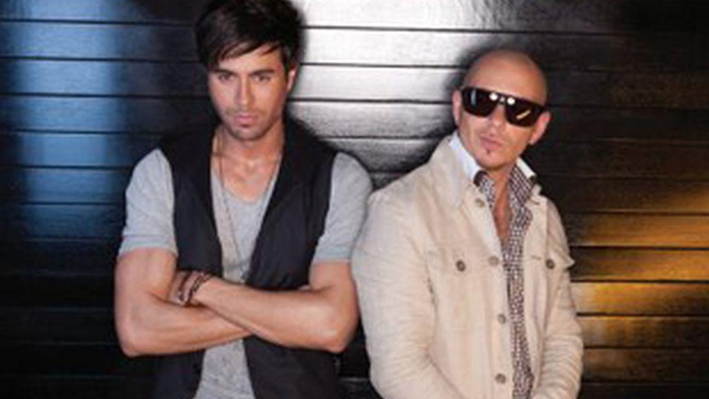 Enrique Iglesias y Pitbull colaboran en la canción 'I like how it feels'.