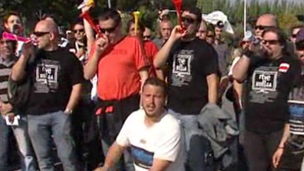 Trabajadores de RTVE concentrados por la huelga en Prado del Rey (Madrid).