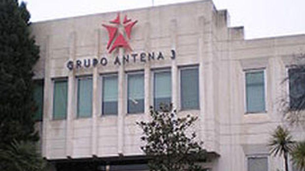 Entrada principal del edificio del grupo Antena 3.
