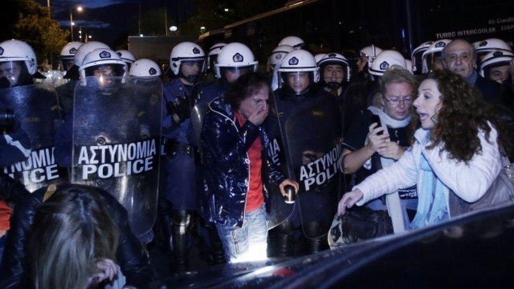 antidisturbios en la television griega