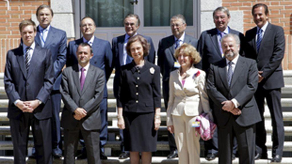 La Reina, con los representantes de los diez grupos de comunicación españoles que participan en la campaña 'Banco de Recuerdos' de la Fundación Reina Sofía.