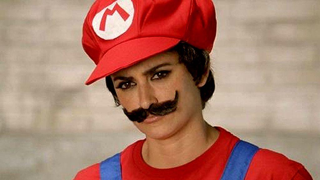 Penélope Cruz se disfraza de Mario Bros