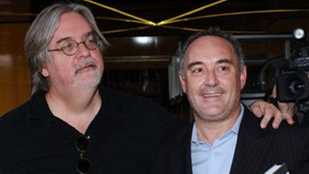 Matt Groening, creador de 'Los Simpson', y el cocinero Ferran Adriá, en Cannes.