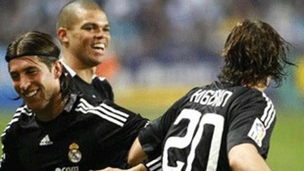 Celebración del gol de Higuaín en el Málaga-Real Madrid del pasado sábado.