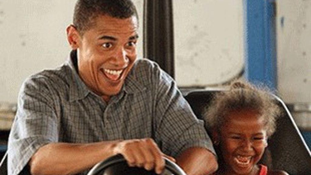 Obama jugando con su hija.