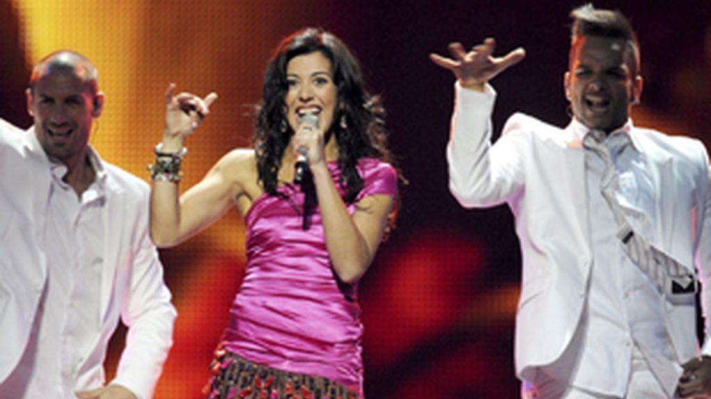 Lucía Pérez actúa en Eurovisión 2011.
