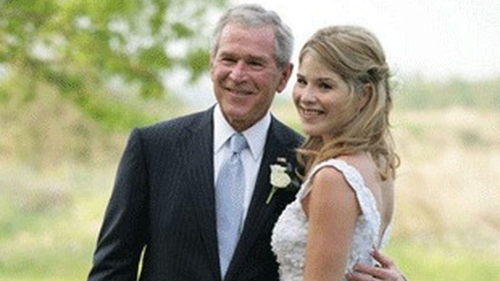 El ex presidente de EEUU, George Bush y su hija Jenna.