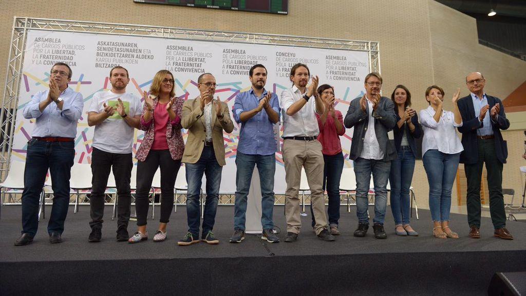 Unidos Podemos e independentistas escenifican su frente común contra el Gobierno y pro referéndum