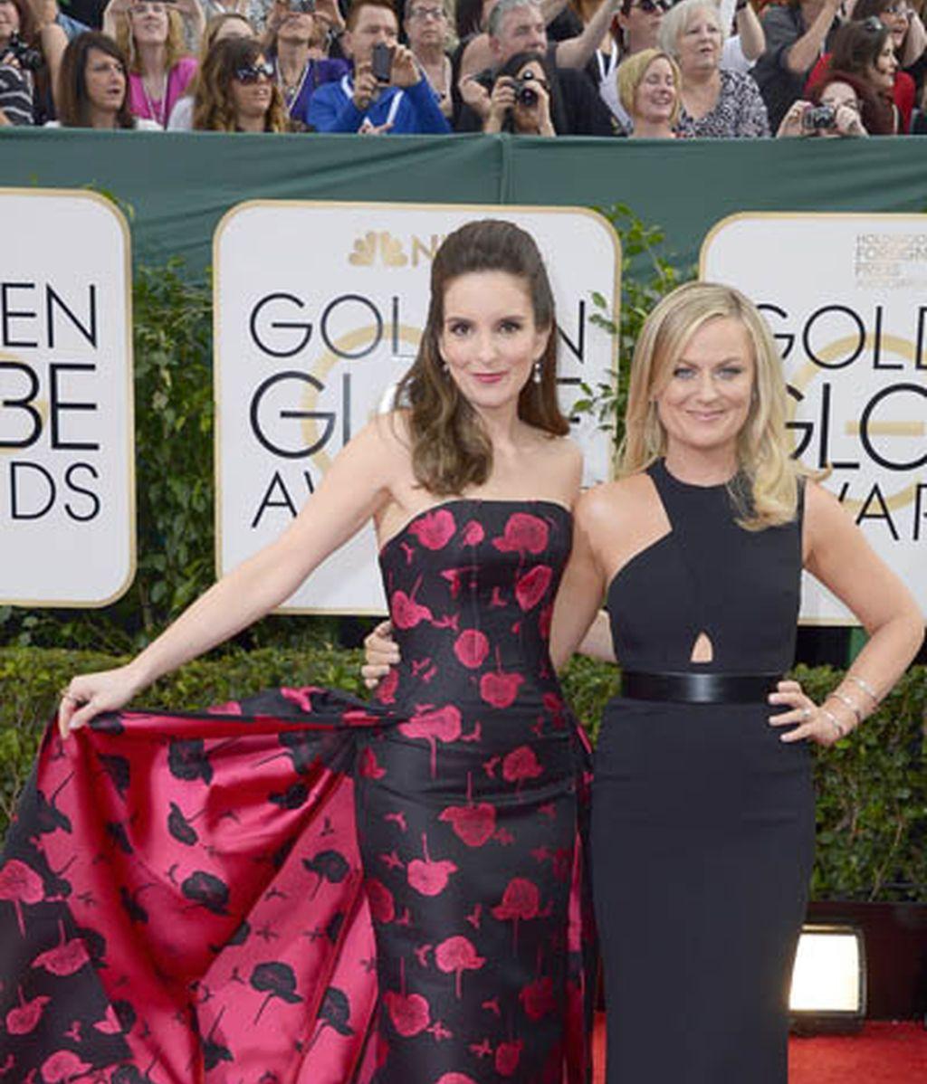 Amy Poehler (derecha), mejor actriz de comedia por 'Parks & recreation', junto a Tina Fey, con la que presentó los Globos de Oro