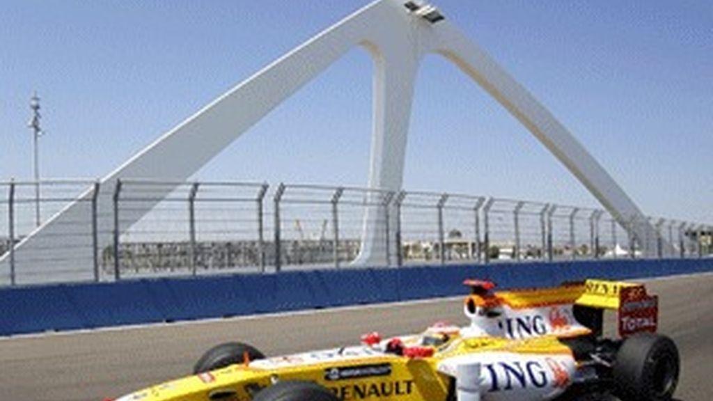 El Renault de Fernando Alonso en el circuito de Valencia.