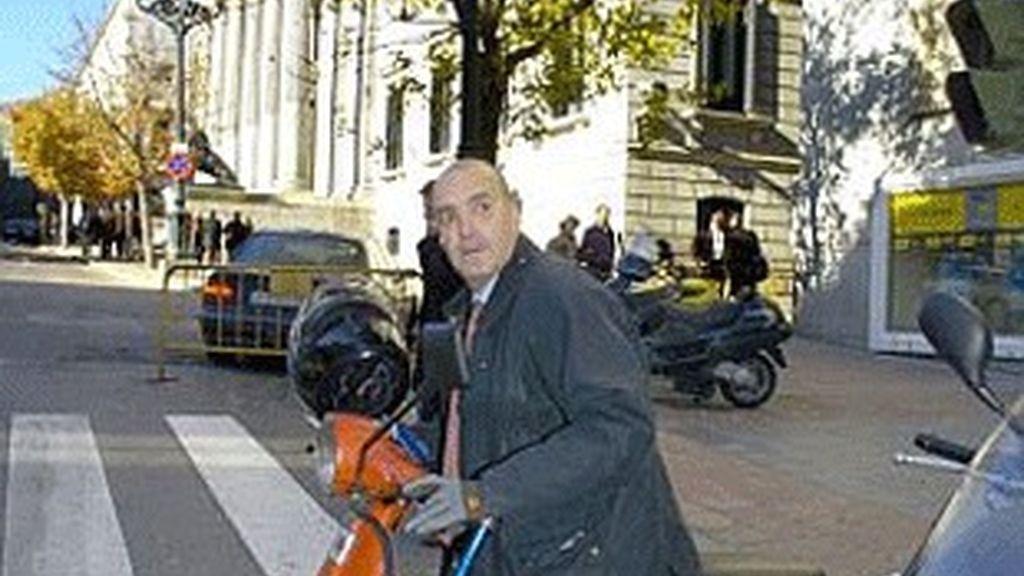Luis Fernández, delante del Congreso, tras su nombramiento como presidente de RTVE.