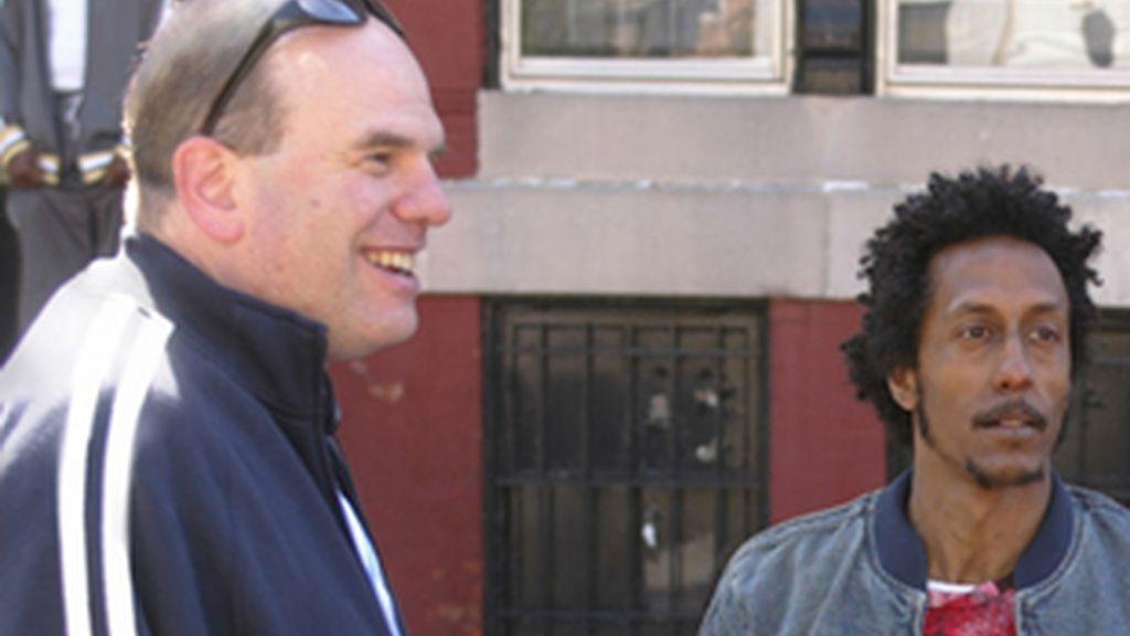 David Simon, izquierda, junto a Andre Royo, uno de los actores de 'The Wire'.